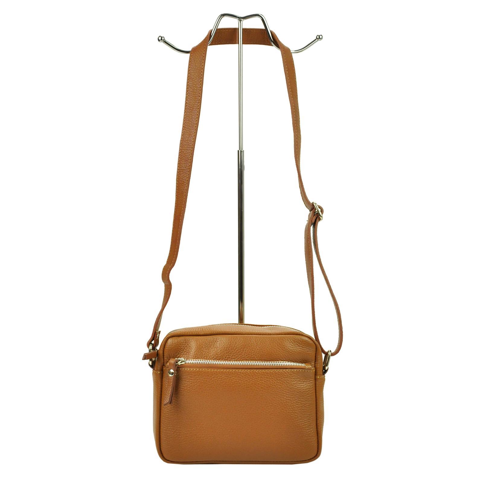 Kožená dámska crossbody kabelka.