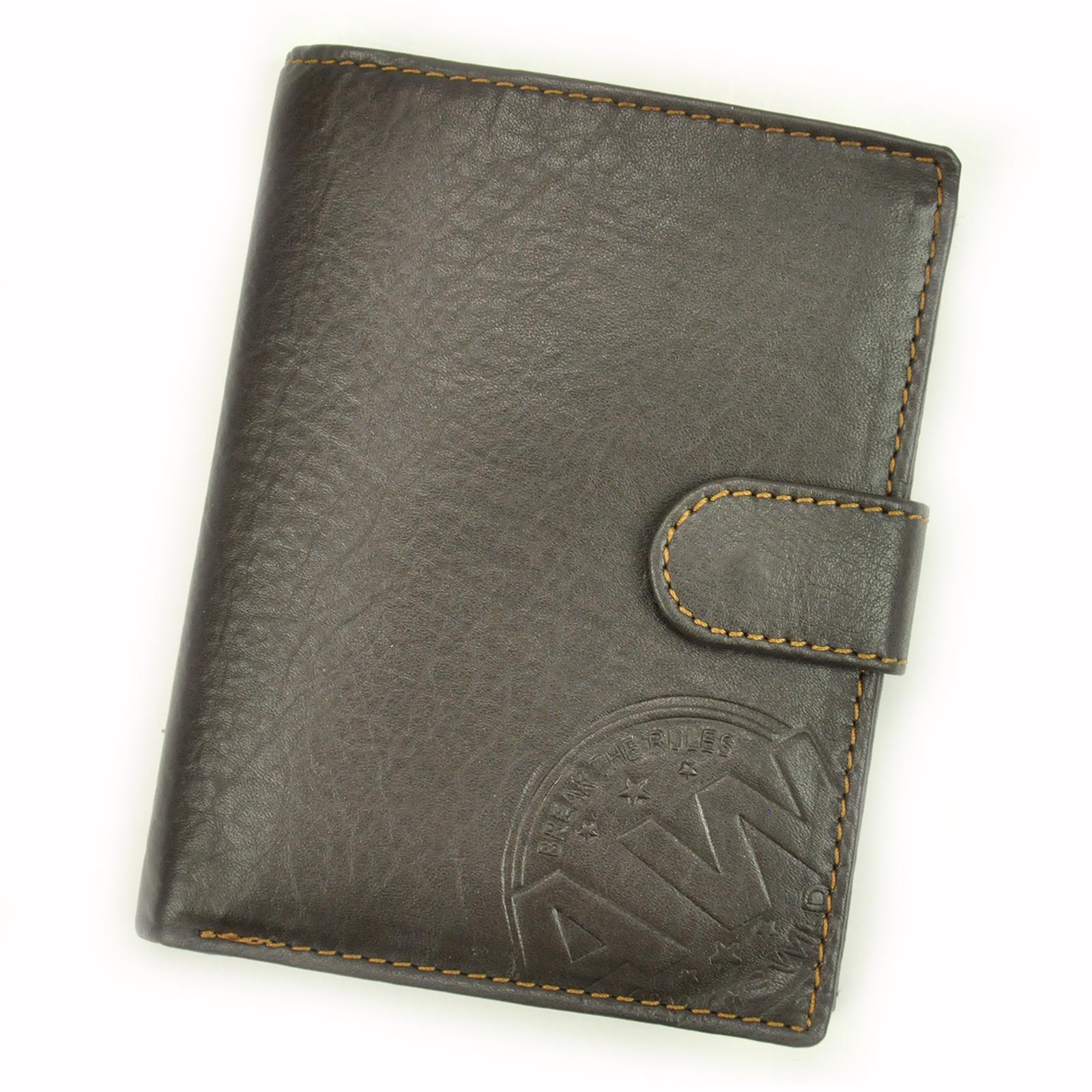 Kožená peňaženka so zapínaním.