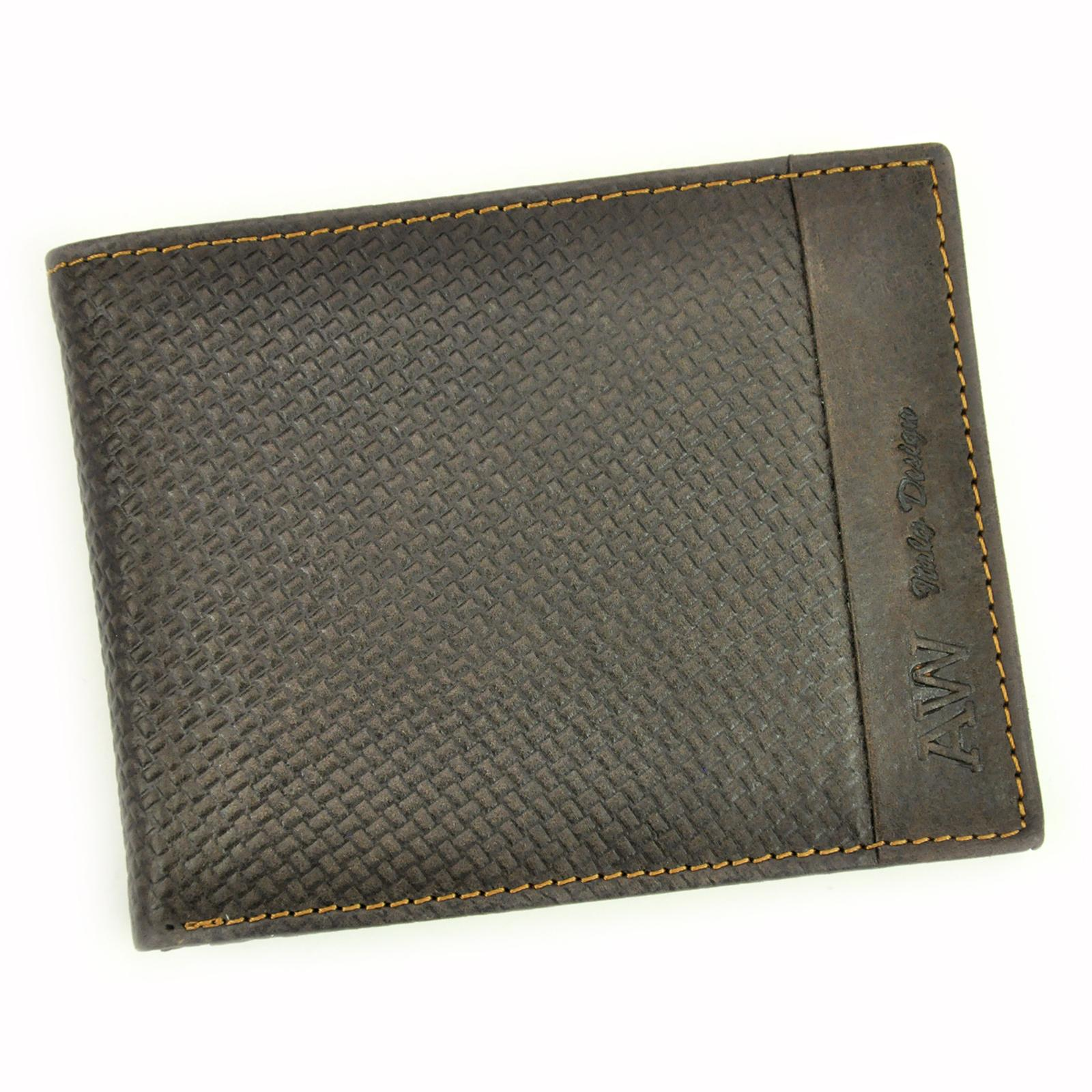 Peňaženka so štruktúrovaným povrchom.
